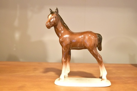 陶磁器製 馬のオブジェ