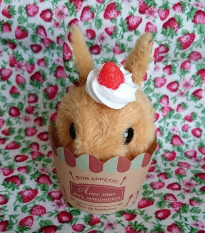 うさぎカップケーキ(キャラメル)キーホルダー