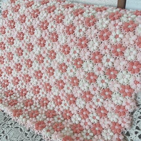 【受注製作】手編みのブランケット お花モチーフ ピンク