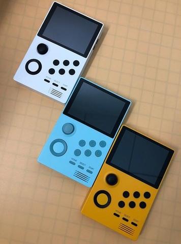 携帯ゲーム機「Supretro」