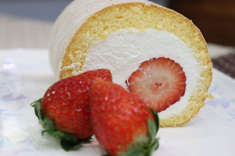 苺丸ごとロールケーキ(24㎝)