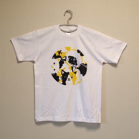 覗いてる猫さんTシャツ2