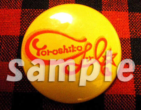 缶バッチ Yoroshikogirl☆ロゴ 自由に♪ 黄色(黄色、無地、赤文字)(3.8cm)