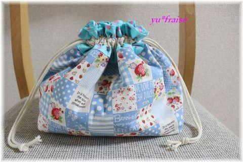 保冷ランチ巾着(お弁当入れ)☆ブルーいちごパッチ&ドット