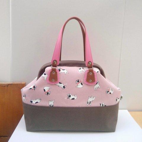 フレブル柄ピンクのボストンバッグ