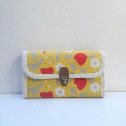 春財布・りんご&花柄イエローの長財布