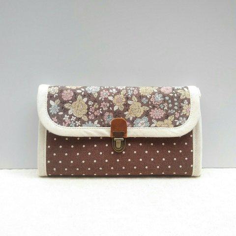 シックな花柄の長財布