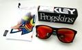 【バレンティーノ・ロッシとのシグネチャーモデル】OAKLEY(オークリー) Frogskins(フロッグスキン) Valentino Rossi Signature Series Polished Black / Prizm Ruby