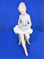 ポーセリン人形 バレリーナ椅子に座り