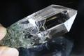 極上マスタークリスタル!超透明インドマニハール産水晶【最高品質・超透明・超光沢・クローライト・超激レア】