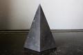 浄化・電磁波対策用!シュンガイトハイピラミッド2【高品質・光沢・激レア】