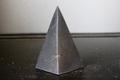 浄化・電磁波対策用!シュンガイトハイピラミッド5【高品質・光沢・激レア】