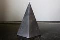 浄化・電磁波対策用!シュンガイトハイピラミッド3【高品質・光沢・激レア】
