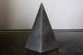 浄化・電磁波対策用!シュンガイトハイピラミッド1【高品質・光沢・激レア】