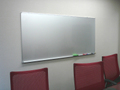 板面色がシルバーの壁掛ホワイトボード1800×900