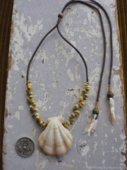 Decatopecten Olive TOP Green Mongo Necklace