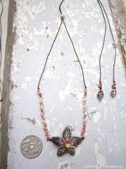 Pine Cricket Flower Top kahelelani & Zakuro Necklace