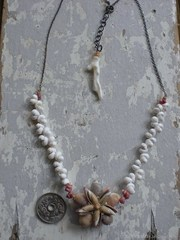 Owenii & zakuro Olive TOP white Necklace