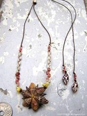 Pine cricket Shell Flower Top kahelelani & Zakuro Necklace