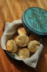 【1404】ブルーの可愛い缶 Bowers Creamy Mints のTin缶