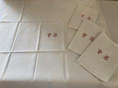 赤モノグラム刺繍ナフキン