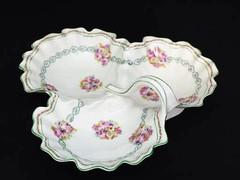 ヴィクトリア時代 アフタヌーンティーで使いたい薔薇のトレフォイル ディッシュ