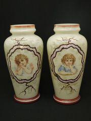 アールヌーボー 少女が描かれたミルク色のガラスの花瓶 ペア