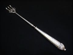 スターリングシルバー(純銀)十字架のサービングフォーク ヴィクトリア時代