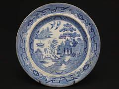ヴィクトリア朝時代のブルーウィローのお皿