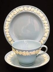 ウェッジウッド|クイーンズウェアのトリオ(ティーカップ&ソーサー+ケーキ皿)