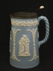 ヴィクトリア時代のギリシャ彫刻を思わせる美しいジャグ