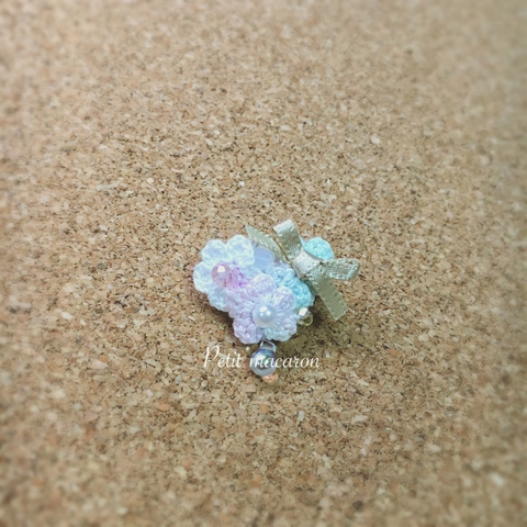 レース編みの小花ブローチ04