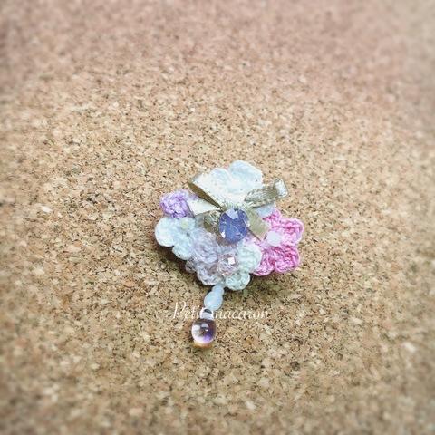 レース編みの小花ブローチ01