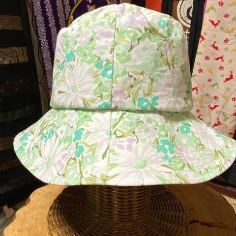 優しい花柄 たためる帽子