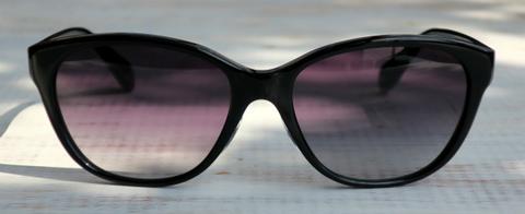 【ウェリントンをアレンジしたシンプルなサングラス】OLIVER PEOPLES Precilda BK