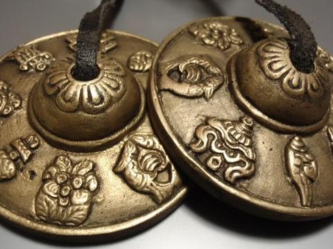 8つの紋様のティンシャ