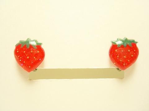 イチゴのイヤリング