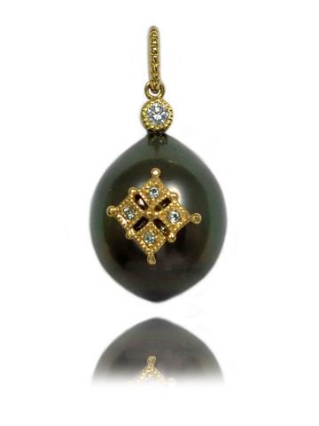 K18YG製南洋黒真珠・ダイアモンドペンダントトップ