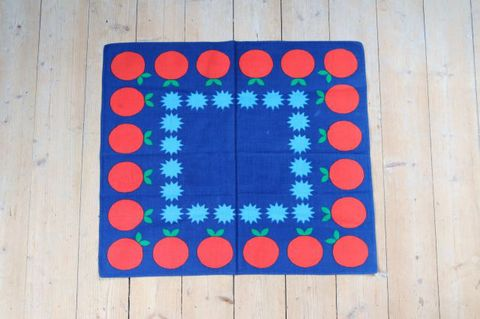 リンゴと青い星モチーフのクリスマスプリントクロス(58.0×51.5cm)