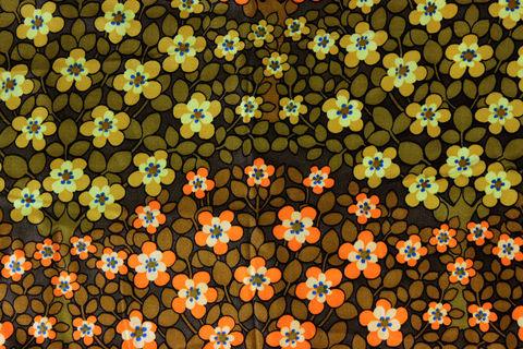 スウェーデンで見つけた黄色とオレンジのお花のファブリック(58.0×302.0cm)