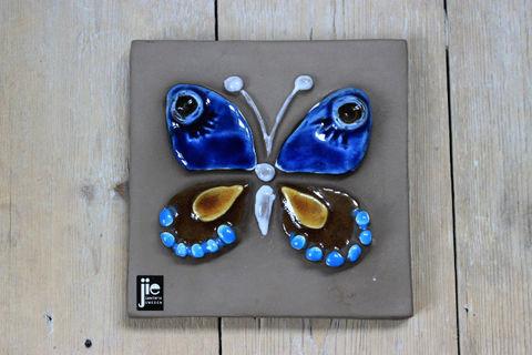 Jie Gantofta(ジィ・ガントフタ)青いチョウチョの陶板(S)
