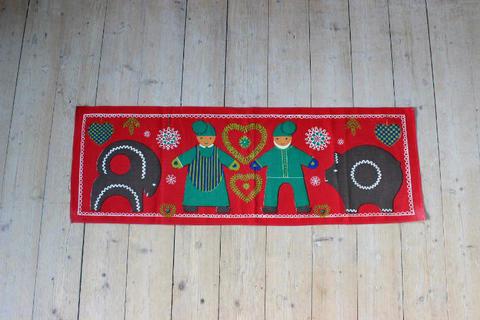 サンタとジンジャーブレッドのプリントクロス(赤)