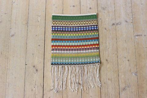 Min Favorit Design YKRのカラフル手織りタペストリー(小人とお家)