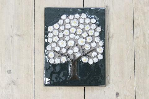 Jie Gantofta(ジィ・ガントフタ)GABIデザイン白い花の木の陶板(S)