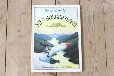Lars Klinting:絵 Selma Lagerlof:著 / Nils Holgerssons Underbara Resa Genom Sverige