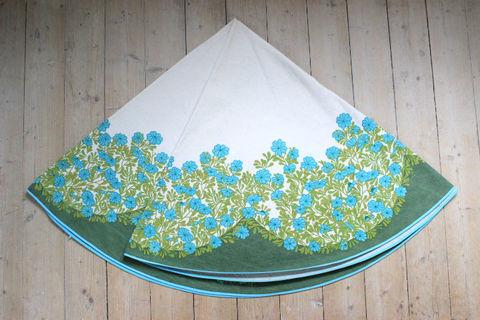 スウェーデンで見つけたグリーンの大判レトロテーブルクロス(141.5×148.0cm)