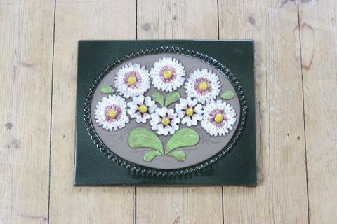 Jie Gantofta(ジィ・ガントフタ)白とピンクのお花の陶板