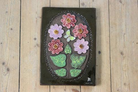 Jie Gantofta(ジィ・ガントフタ)ピンクのお花とチョウチョの陶板