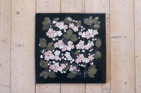 Jie Gantofta(ジィ・ガントフタ)/ Korsbarsblomma(桜)の陶板(L)