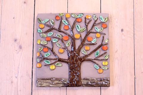 Jie Gantofta(ジィ・ガントフタ)GABIデザインリンゴの木の陶板(M)